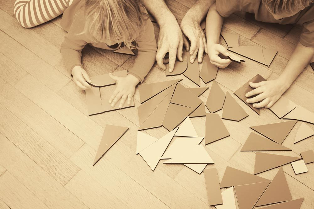 Children playing with forms similar to Phonolook panels